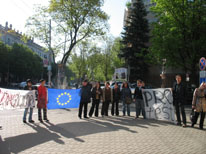 Ensuring freedom of assembly for LGBT people in Moldova and Ukraine