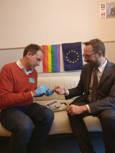 MEP gets HIV test, calls for focus on key populations, including MSM and trans people